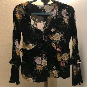 American Eagle Black floral XS long sleeve top 🖤
